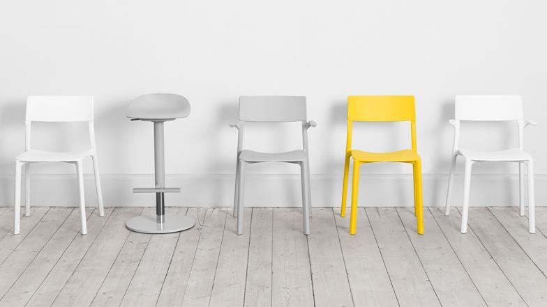 Практичные стулья для школьников