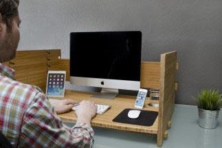 Регулируемый деревянный стол