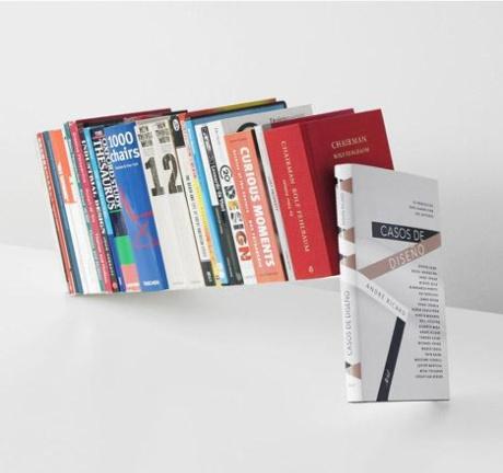 Книги, зависшие в воздухе