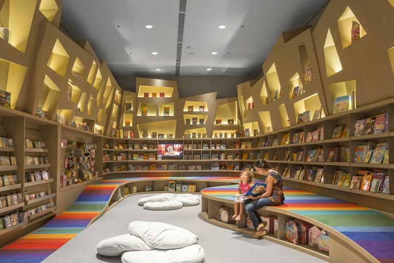 Необычный интерьер книжного магазина для детей