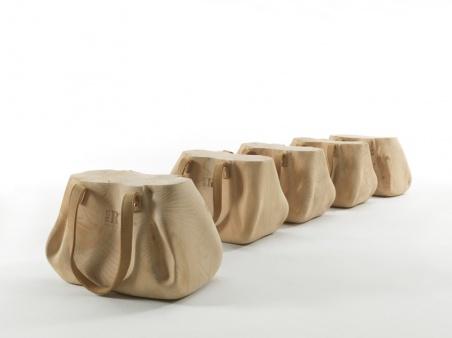 Табурет из кедра в виде дамской сумочки