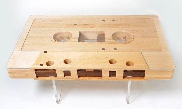 Стол-аудиокассета