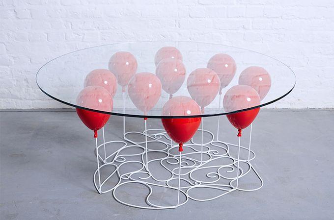 Стеклянный стол на шариках от Кристофера Даффи