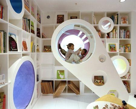 Детская библиотека с космическим оформлением